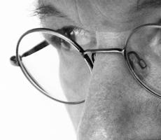 Bernard Cavanna, auteur, compositeur, cinéaste portrait profil chapeau