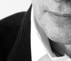Bernard Cavanna, auteur, compositeur, cinéaste portrait chapeau de face