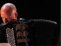 Karl Koop Konzert, version pour ensemble (12 ou 17 musiciens) Concerto pour accordéon