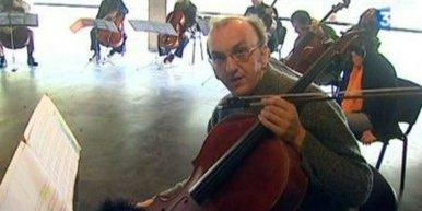 Mélodies en tonalité avec date de péremption pour mezzo et octuor de violoncelles
